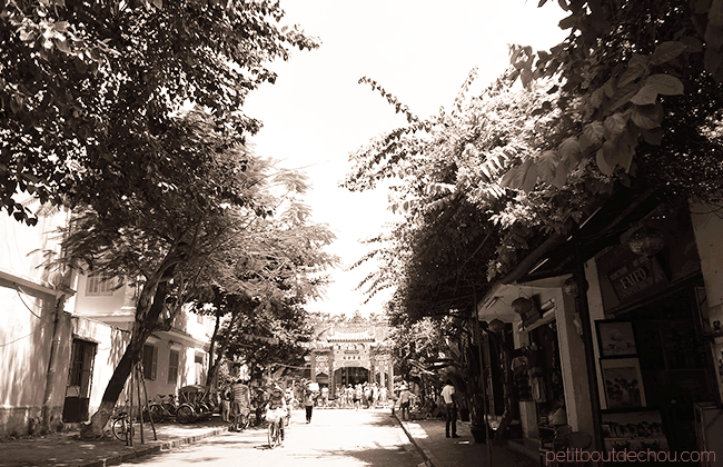 Hoi An getaway: Ancient town black and white picture