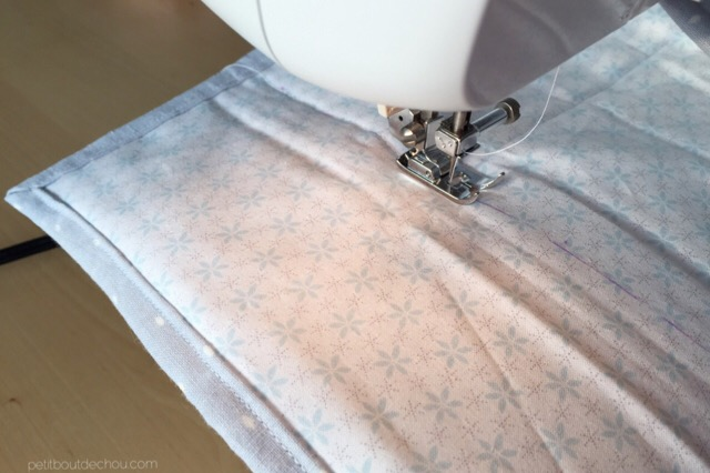 Vertical seam to fold the mat