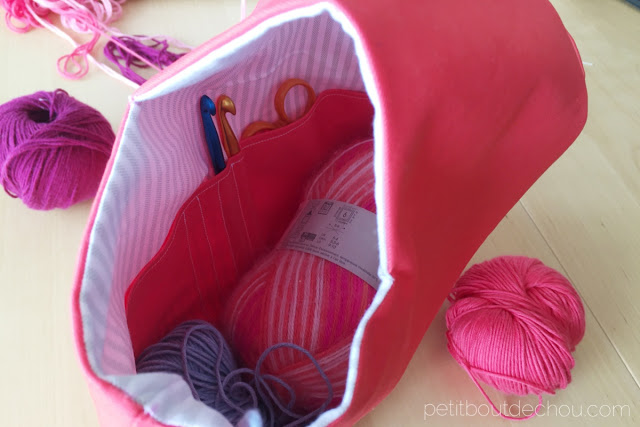 inside yarn holder bag - yarn balls