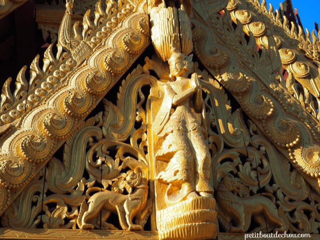 Wood carvings gold