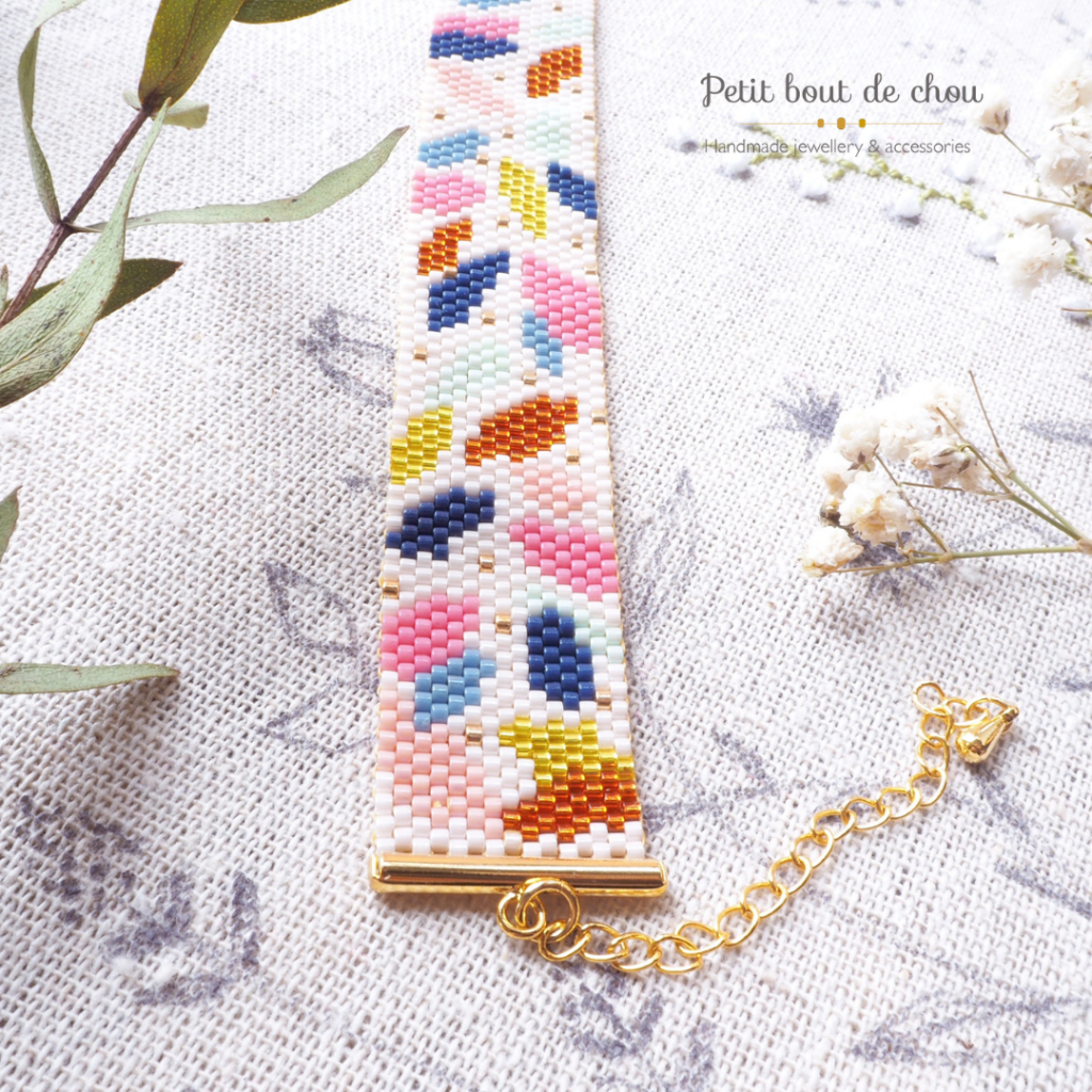 bracelet feuilles colorees porté